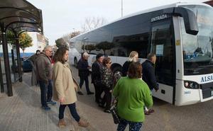 El Ayuntamiento gestionará el autobús de La Palma para que pase cada hora, como piden los vecinos