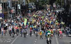 Las asociaciones de ciclistas exigen una red de carriles bici «coherente y accesible» en Murcia