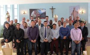 El Obispo de Cartagena confirma a 22 presos en la cárcel de Sangonera