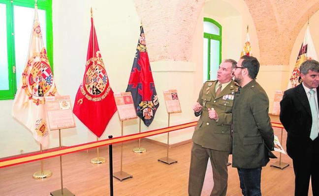 Muestra sobre banderas en el Museo Militar