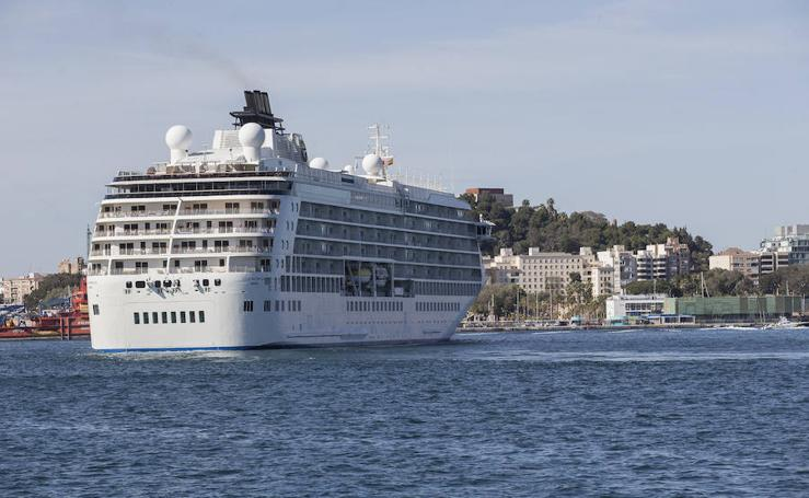 El crucero 'The World' atraca en Cartagena