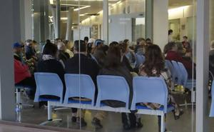 Salvemos el Rosell denuncia la espera de pacientes en los pasillos del Santa Lucía