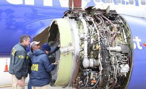 Muere una mujer después de que un avión aterrizara de emergencia en Filadelfia tras estallar un motor