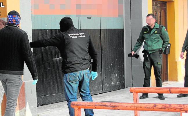 Cae una banda especializada en robar a mano armada alijos a los traficantes