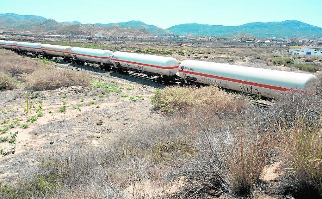 Segado advierte a Castejón de que el Puerto no sufragará las obras para soterrar el tren