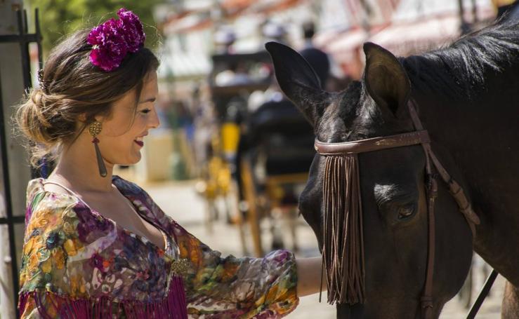 Sevilla se viste de flamenca
