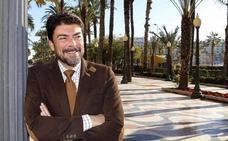 El PP recupera la alcaldía de Alicante con la 'ayuda' de un tránsfuga