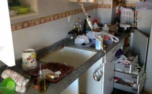 Detenidos tres ladrones tras ser sorprendidos por el dueño de la casa en Beniaján