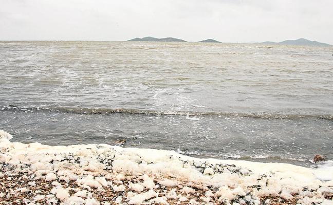 Los vecinos retoman las protestas en la zona de Los Urrutias por el abandono de las playas