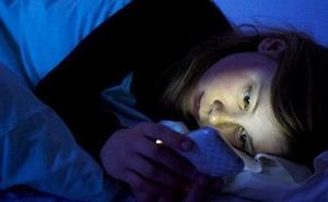 Un estudio de la UMU alerta de los serios problemas emocionales por culpa del uso de WhatsApp
