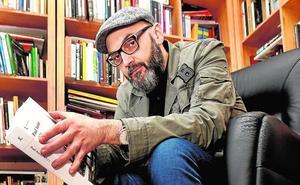 Miguel Ángel Hernández: «Tras escribir 'El dolor de los demás' me he quedado tocado, esa es la verdad»