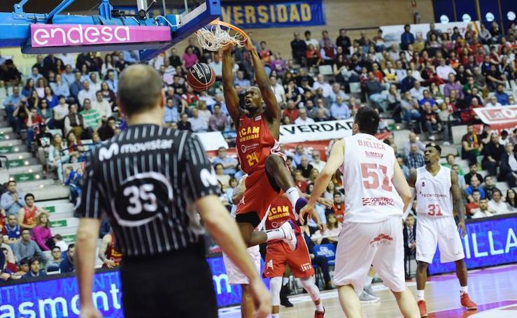 El UCAM se lanza a por el 'playoff' tras vencer a Tecnyconta Zaragoza (84-73)