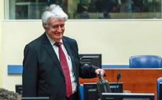 El criminal de guerra Karadzic, condenado a 40 años, pide un nuevo juicio