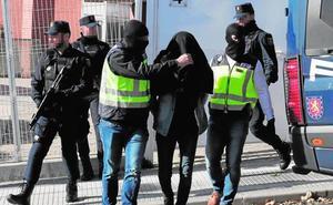 Detenido en Málaga por enviar dinero a su esposa, una de las terroristas más buscadas de Europa