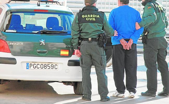 Un agente fuera de servicio detiene a un delincuente