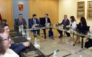 López Miras se reúne con el nuevo equipo rectoral de la UMU