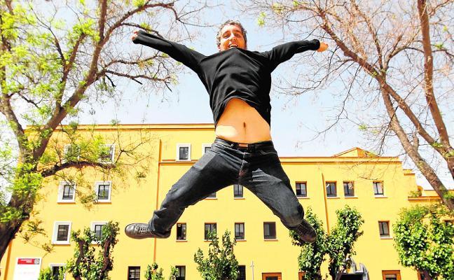 Pedro Alberto Cruz gana el Premio Dionisia García de la UMU con 'Incluso los muertos'