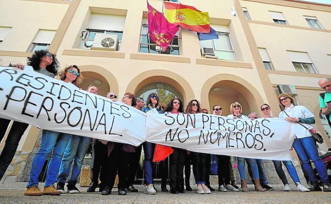 Protesta para adaptar la plantilla de la residencia de mayores de San Basilio