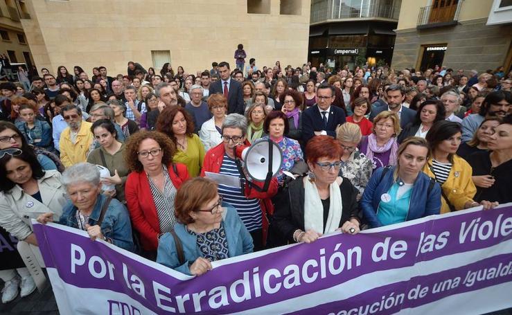 Cientos de personas claman en la Región contra la sentencia de 'La Manada'