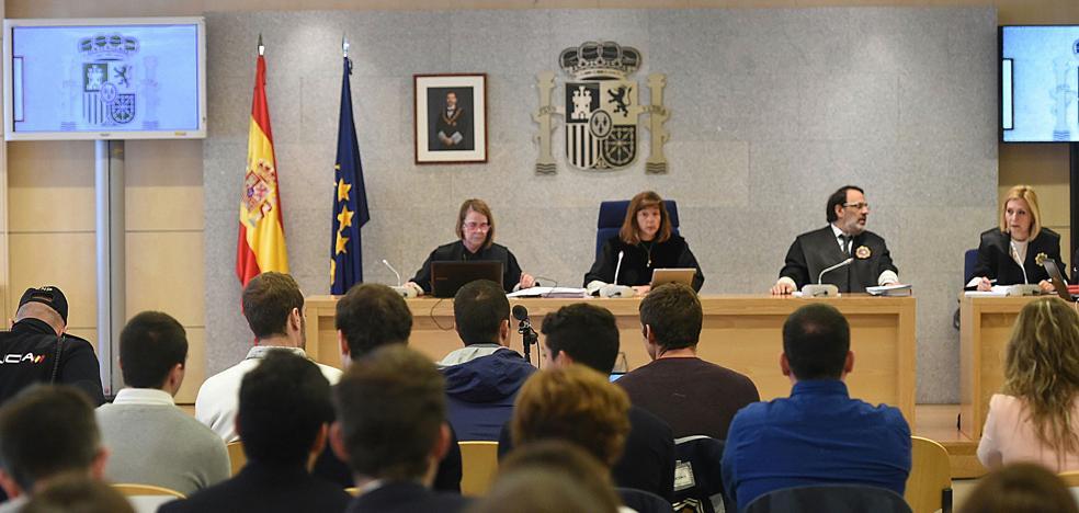 El fiscal mantiene la acusación de terrorismo para los agresores de Alsasua