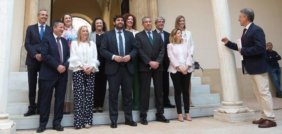 López Miras pide «máxima transparencia» a los nuevos secretarios generales