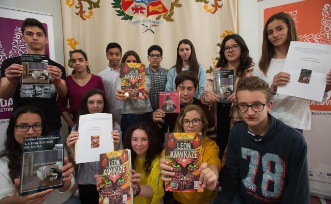 Cristina Fernández Cubas y Álvaro García ganan los premios Mandarache y Hache