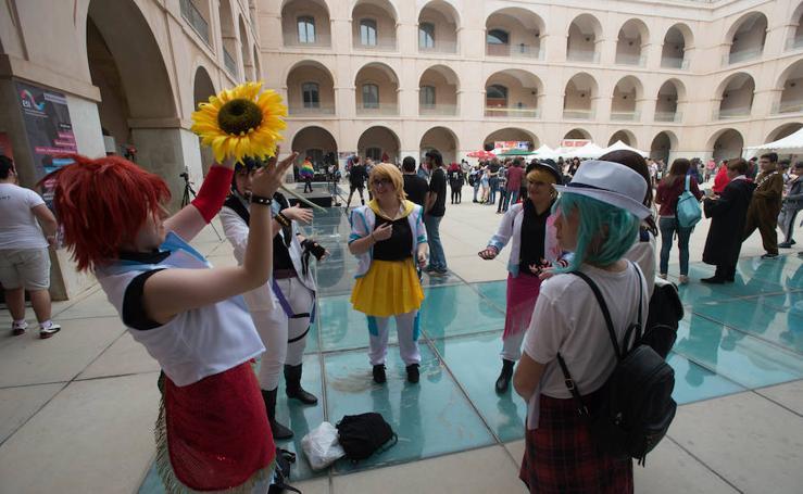 Miles de jóvenes disfrutan del manga en Cartagena