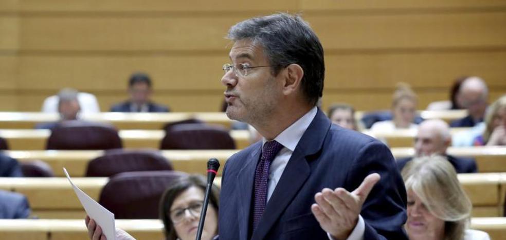 Jueces y fiscales exigen la dimisión de Catalá por «temerario»