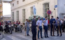 La Virgen de Lourdes, escoltada por las motos del club Custom Alhama