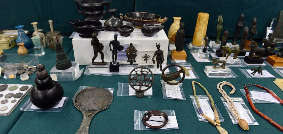 La Benemérita presenta las 10.000 piezas arqueológicas recuperadas en la operación 'Idolillo'