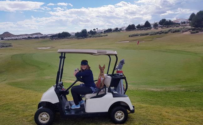 Jugar al golf con compañía canina