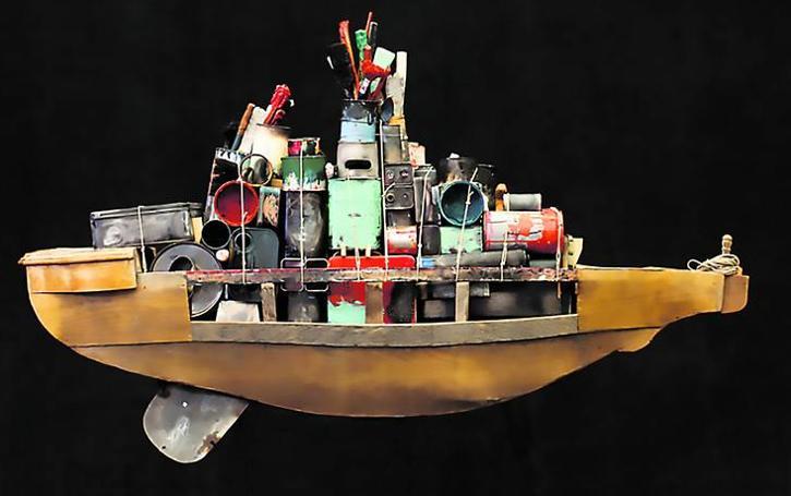 Ángel Haro expone 'Los juguetes del fin del mundo'