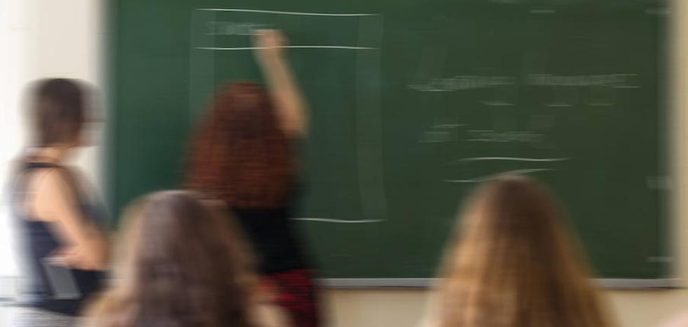 El ciberacoso a docentes crece imparable mientras bajan otras prácticas vejatorias