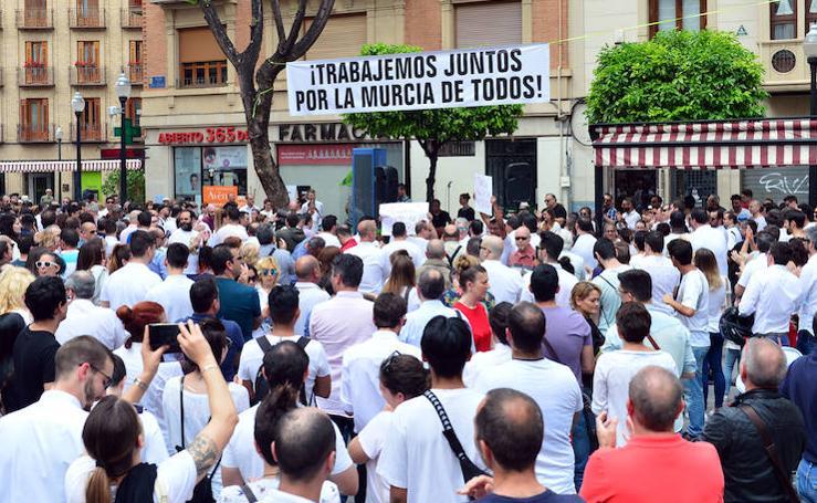 Concentración de hosteleros contra la normativa antirruido del Ayuntamiento de Murcia