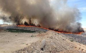 Declarado un incendio en el vertedero de Cañada Hermosa