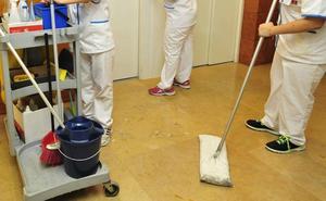 Limpiadores de locales del Gobierno de Murcia, en huelga desde finales de mayo