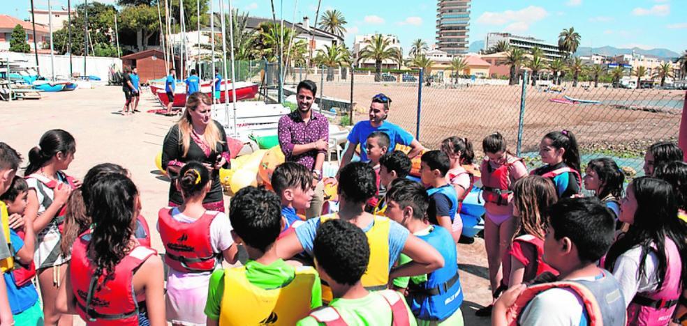 700 escolares se inician en los deportes náuticos