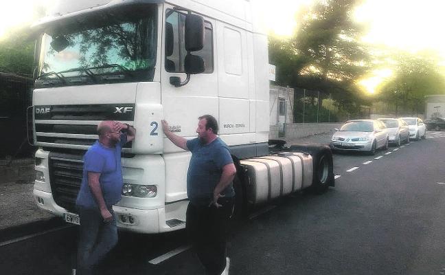 Un transportista denuncia que los Mossos han 'secuestrado' su camión