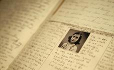 Consiguen leer dos páginas ocultas que incluían chistes sexuales en el diario de Ana Frank