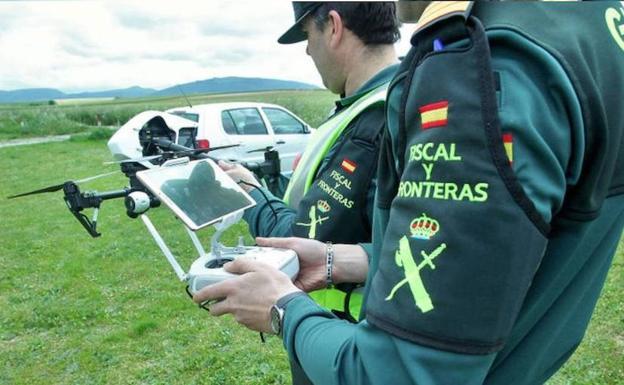 Los drones de la Guardia Civil podrán multar por exceso de velocidad desde el aire