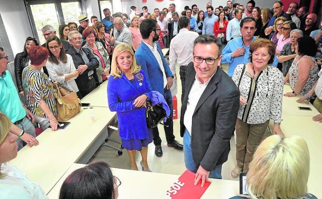 El secretario de Librilla planta cara a Conesa en las primarias del PSOE