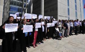 La Justicia se paraliza en la Región para pedir mejoras en sus condiciones laborales
