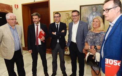 El rector Luján explica a Conesa de su programa de Gobierno