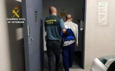 Desmantelan un punto de venta de droga en una vivienda en Lorca