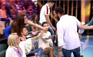 Alejandro Albalá, a punto de ser agredido por Alberto Isla