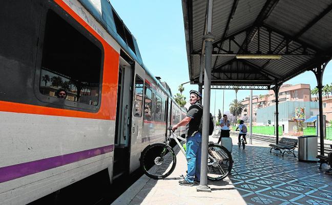 Los alcaldes de Murcia, Cartagena y Lorca exigen mejoras a Renfe y Adif