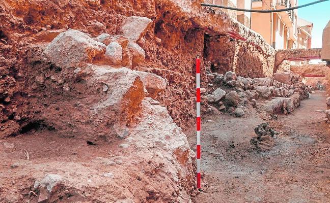 Las obras en la calle Parricas descubren una gran casa de corte palaciego del siglo XIII