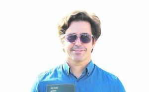 Luis Bernardeau 'Lujo Berner': «La poesía es como las olas: asequibles y lozanas, aunque pocos la surfeen»