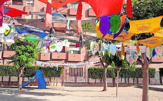 Artistas de Bellas Artes colaboran para mejorar las infraestructuras de colegios del barrio de El Carmen