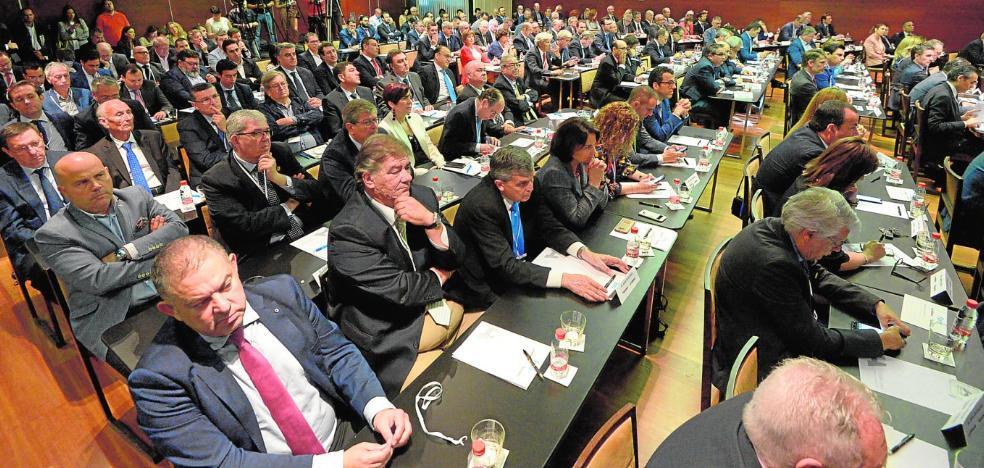 Oliu pide superar la incertidumbre política para afianzar la economía